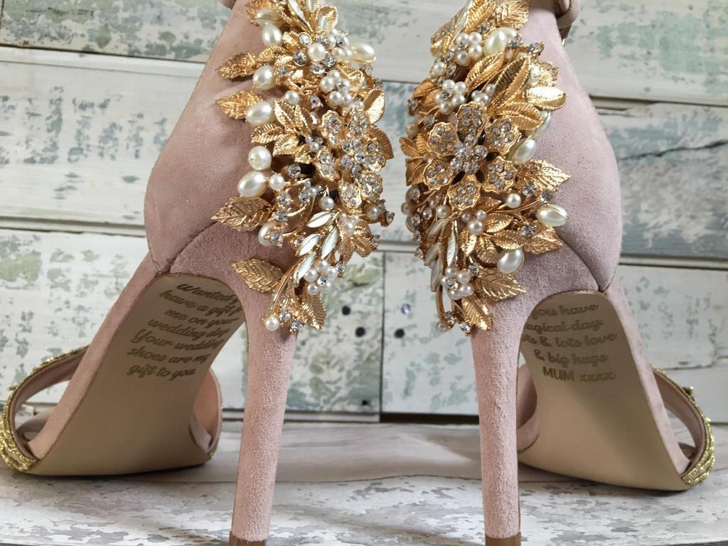 Sapatos com mensagem da mãe