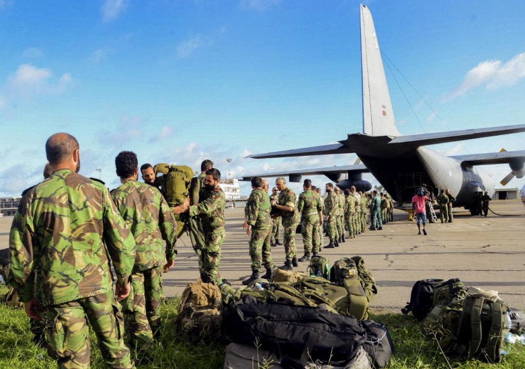 Militares portugueses chegam à cidade de Beira
