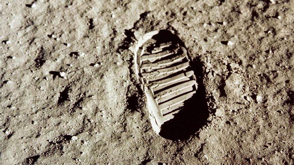 Pegada lunar deixada pelos astronautas da Apollo 11 (20 de julho de 1969)