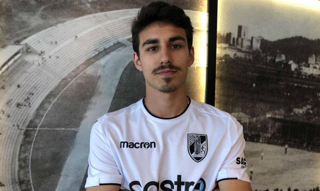 V. Guimarães renovou com André Almeida