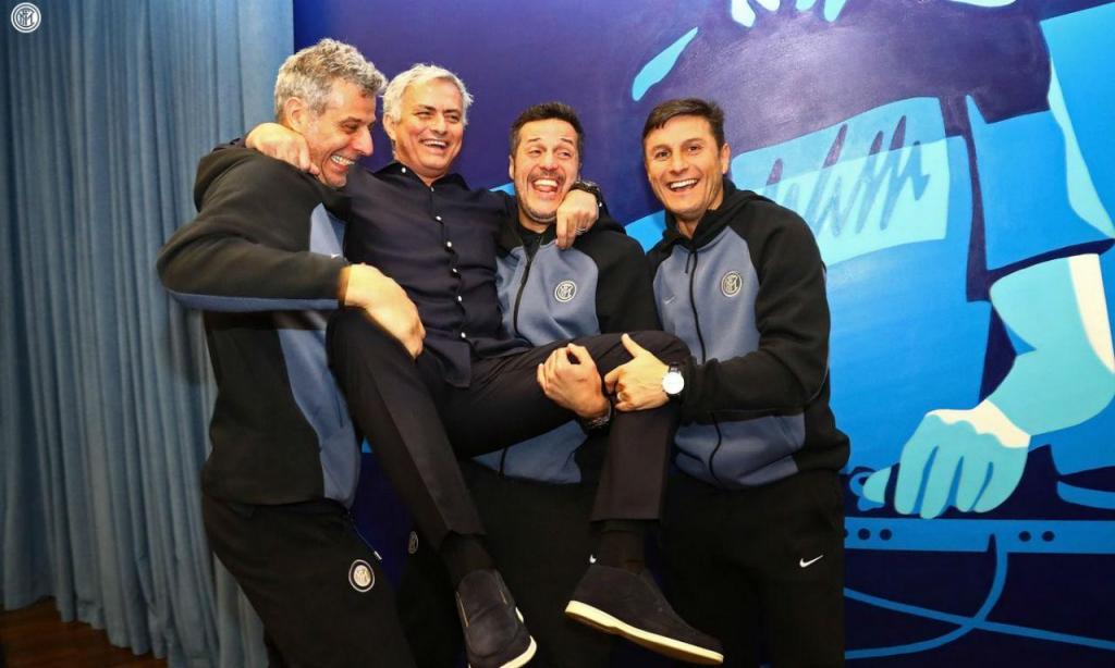 Mourinho visitou antigos pupilos do Inter de Milão (twitter Inter de Milão)