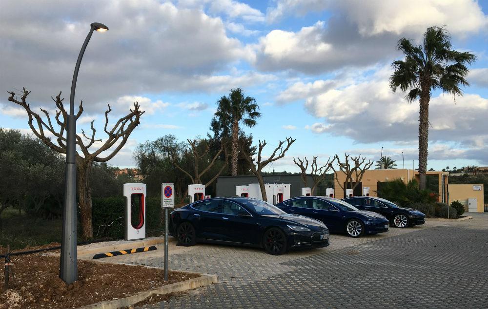 Supercarregador da Tesla em Alcantarilha