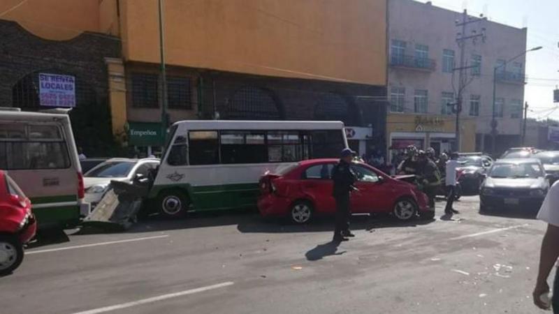 Menor de idade conduz autocarro público e provoca choque em cadeia
