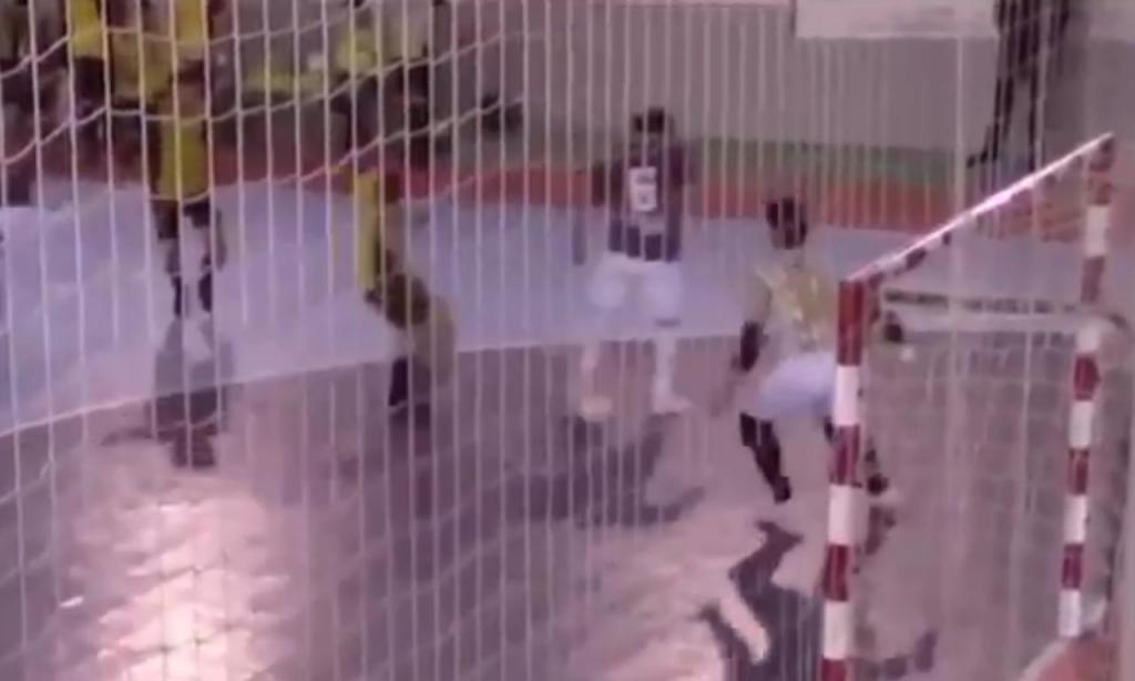 Golo de João Barreira no Carrazedo-Fafe em futsal