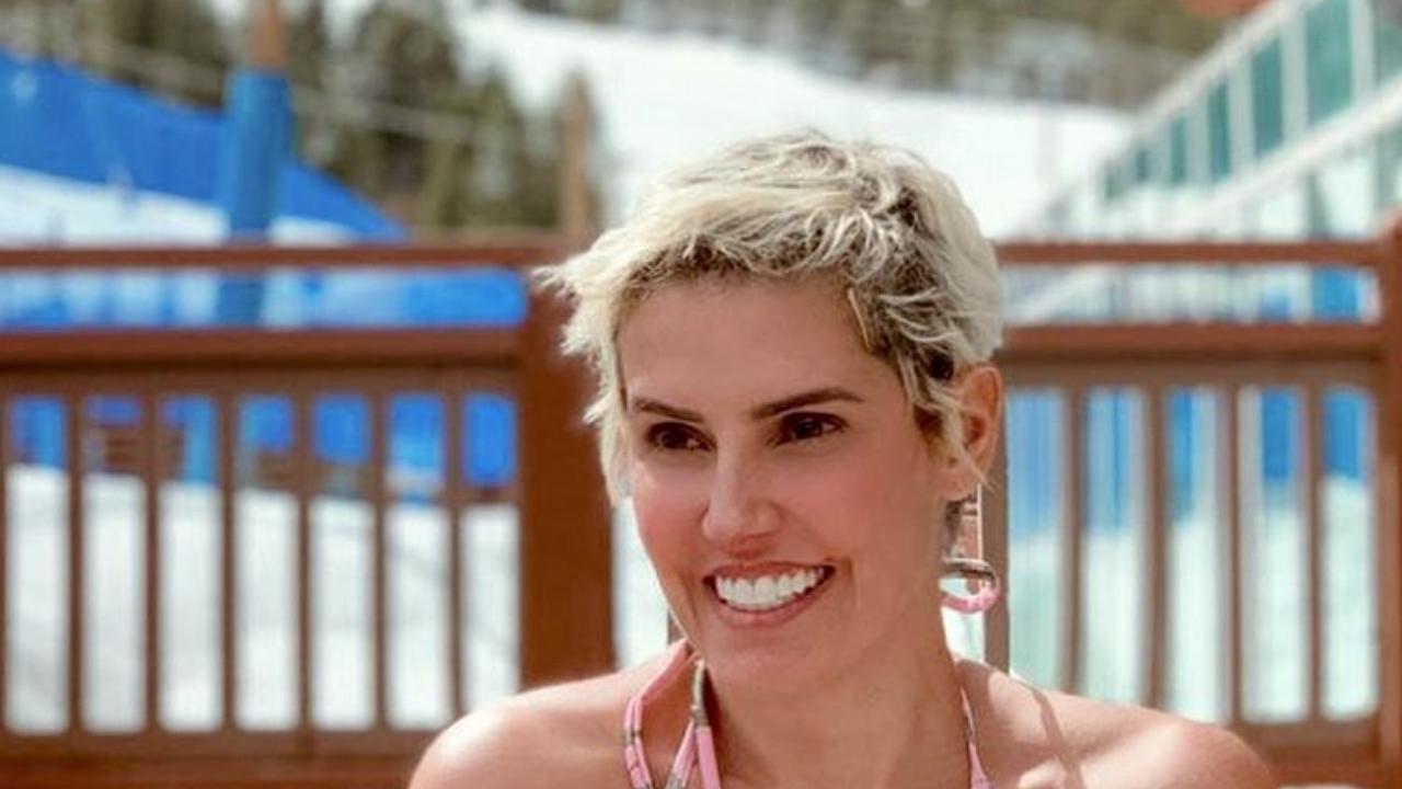 Maria Flor, filha de Deborah Secco, na Selfie