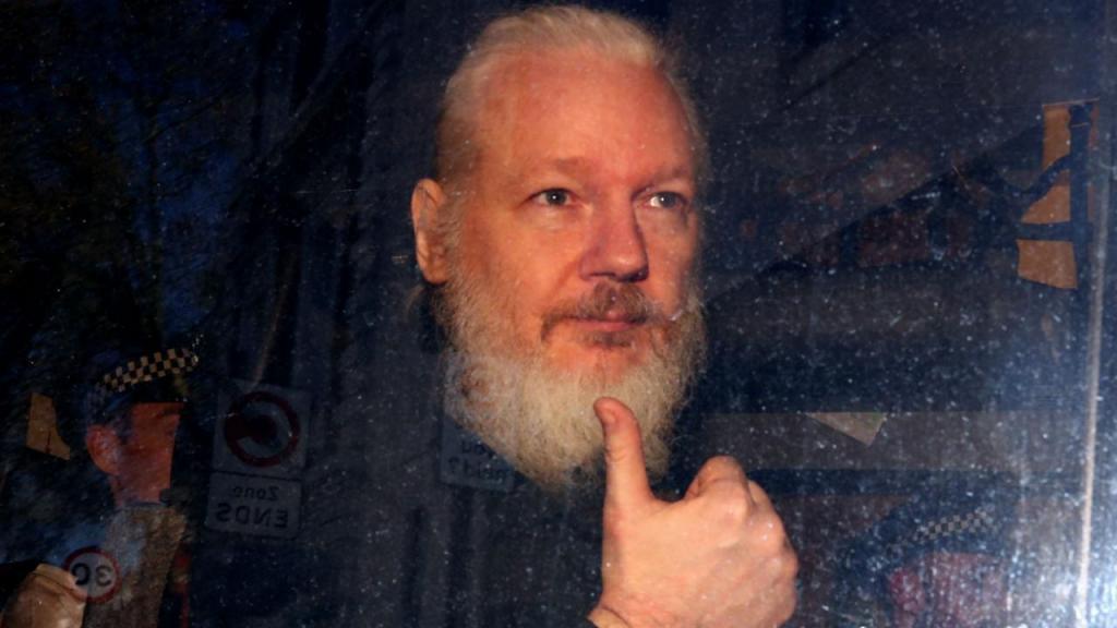 Julian Assange foi detido em Londres depois de ter estado sete anos na embaixada do Equador