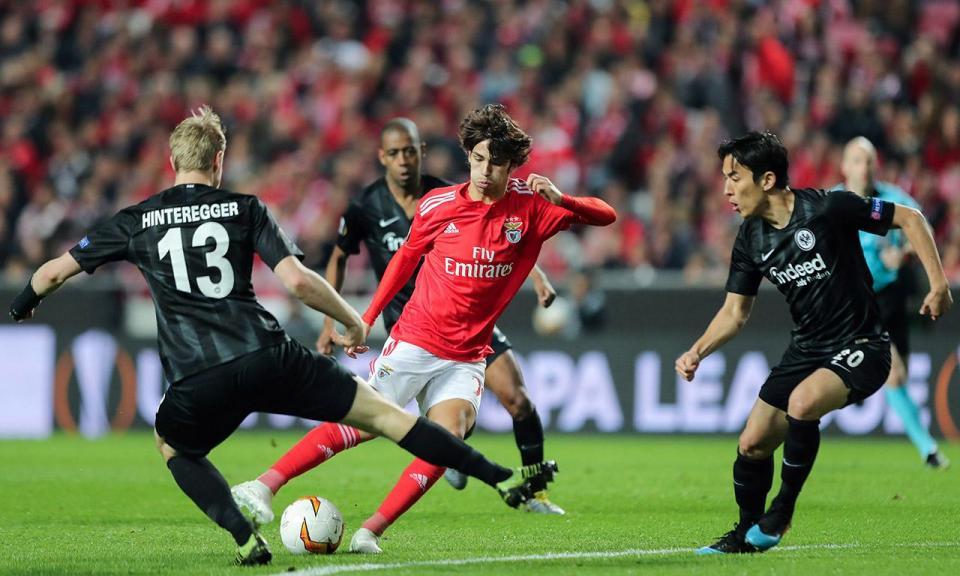 Benfica: a pressão em Frankfurt e a experiência de um lado e do outro