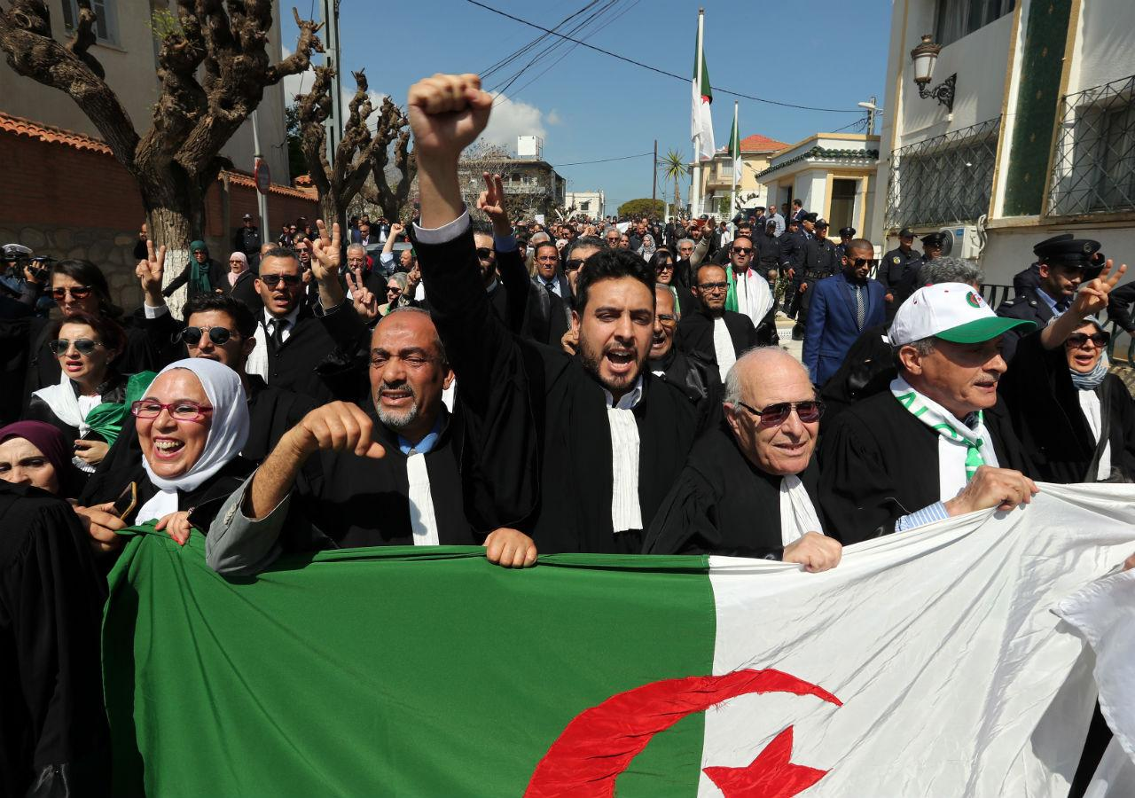 Manifestantes argelinos
