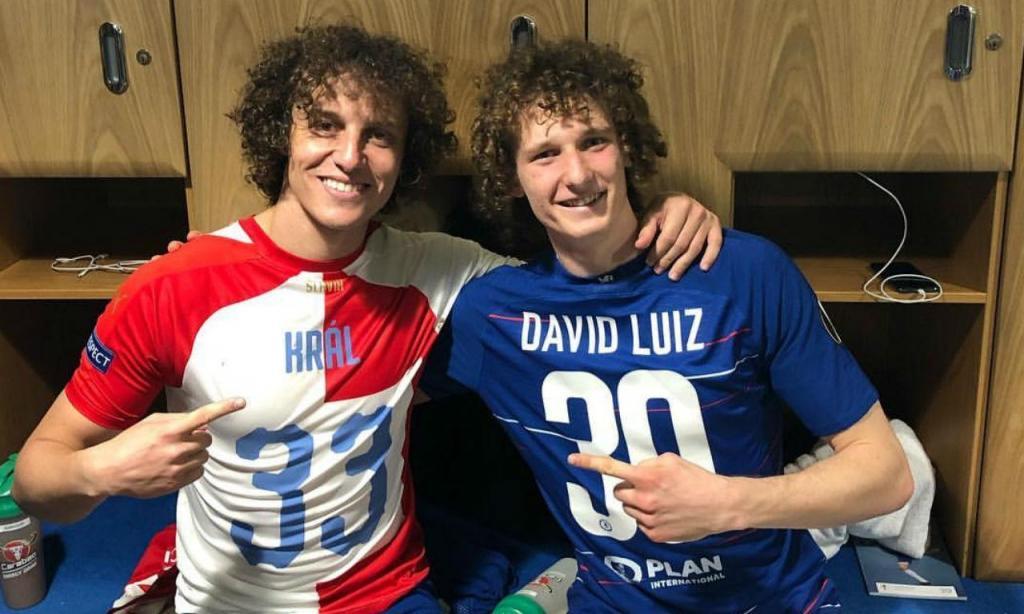 David Luiz com Alex Král