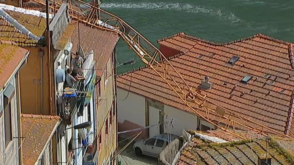 Câmara do Porto ordena suspensão de licenças para a instalação de gruas na cidade