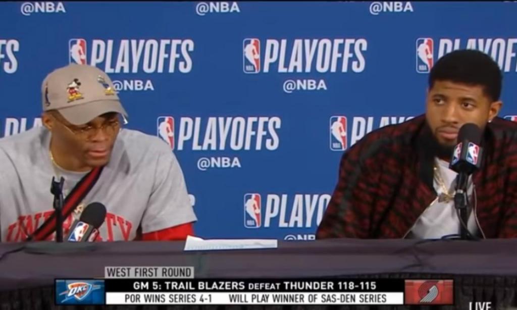 Paul George e Russel Westbrook na conferência de imprensa