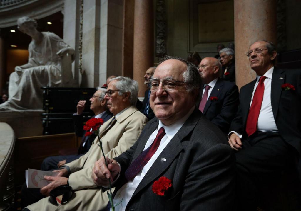 Vasco Lourenço na sessão solene comemorativa dos 45 anos da Revolução dos Cravos na Assembleia da República