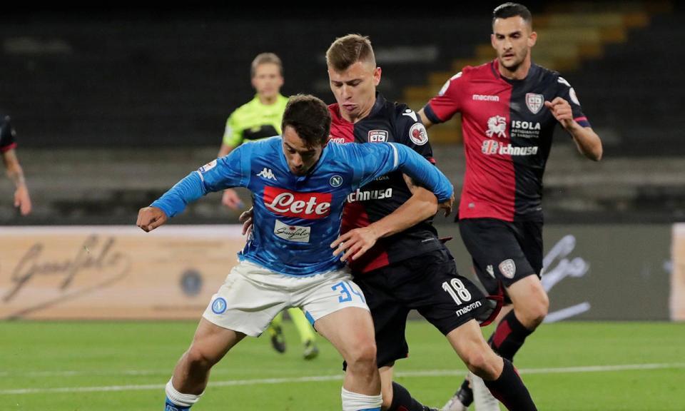 Penálti nos descontos vale vitória suada do Nápoles sobre o Cagliari