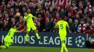 Lance caricato deita por terra dois jogadores do Barcelona