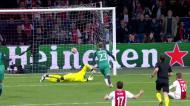 Lucas Moura reduz para o Tottenham em Amesterdão