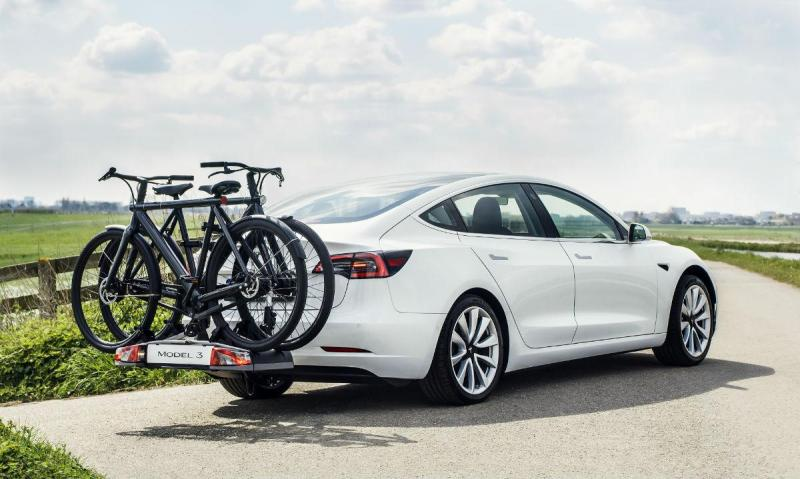 Tesla Model 3 com reboque