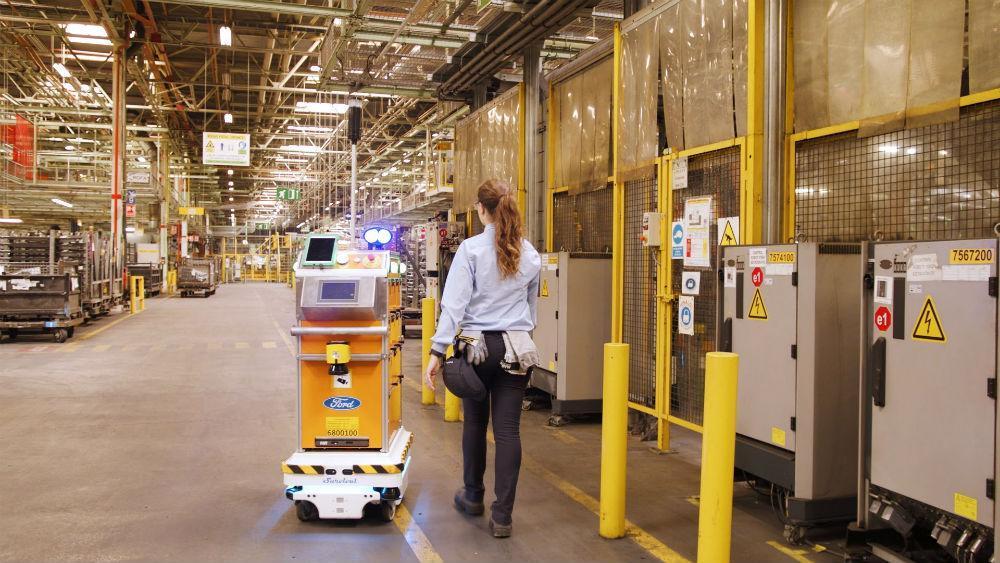 Robô da Ford na fábrica de Valência