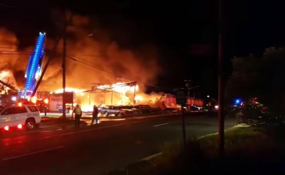 Incêndio destruiu vários Chevrolet Corvette e Camaros
