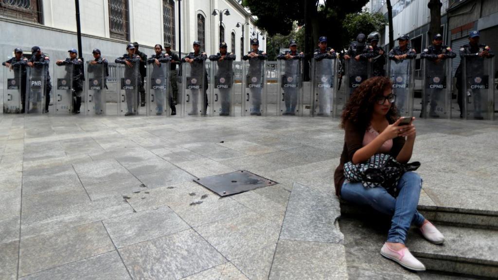 As Forças Armadas venezuelanas cercaram, esta terça-feira, o edifício da Assembleia Nacional, em Caracas. O anúncio foi feito pelo presidente interino, Juan Gauidó, através do Twitter