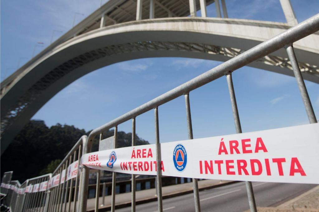 Marginal fechada por causa da Ponte da Arrábida