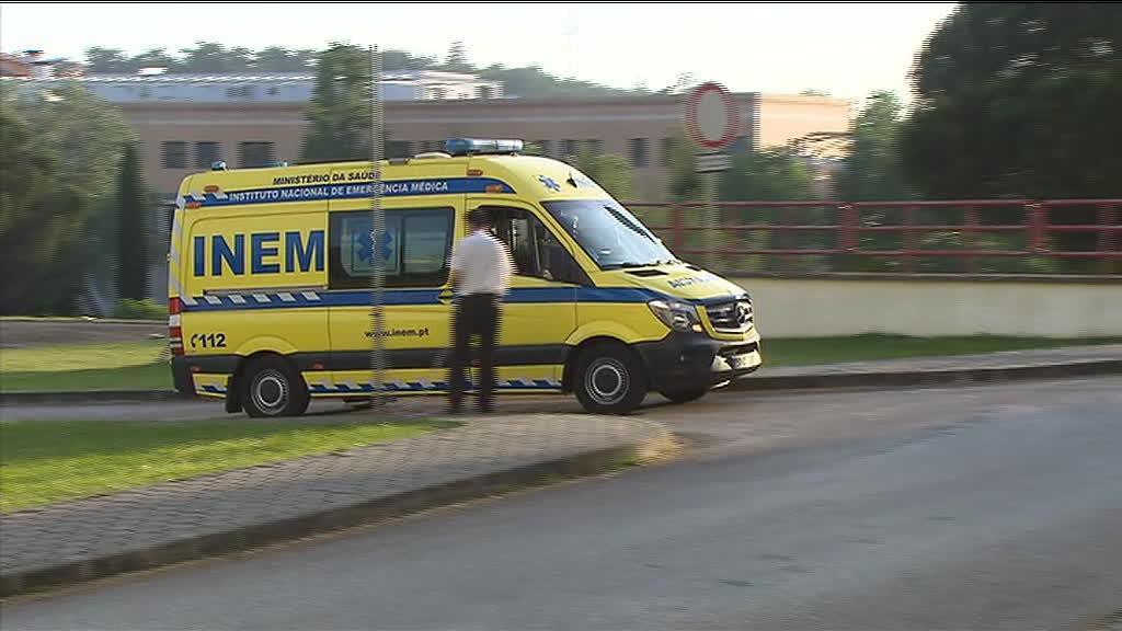 Santana Lopes saiu do hospital de Coimbra de ambulância para Lisboa