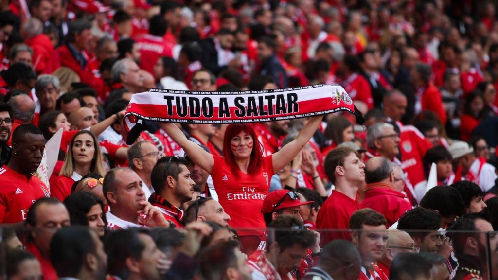 Benfica vence por 3-0 ao intervalo