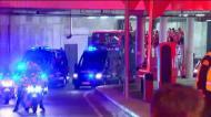 Autocarro do Benfica sai do Estádio da Luz