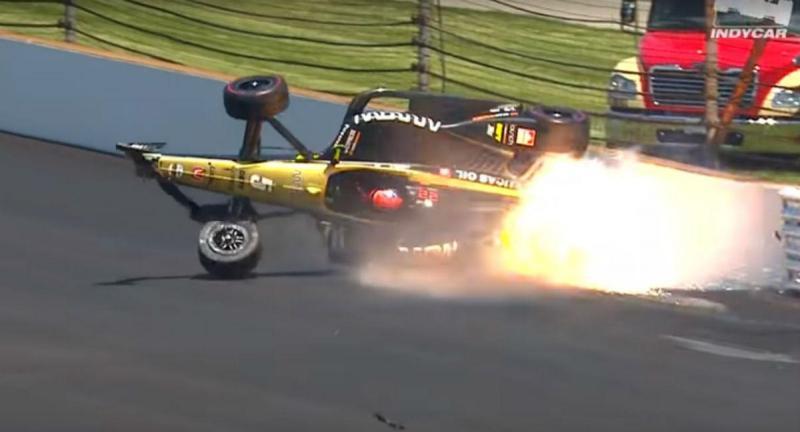 Acidente de James Hinchcliffe (reprodução YouTube NTT IndyCar Series)