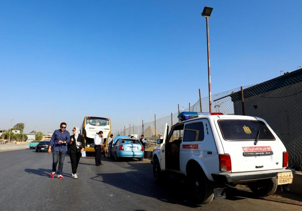 Explosão num autocarro junto às pirâmides de Giza faz vários feridos