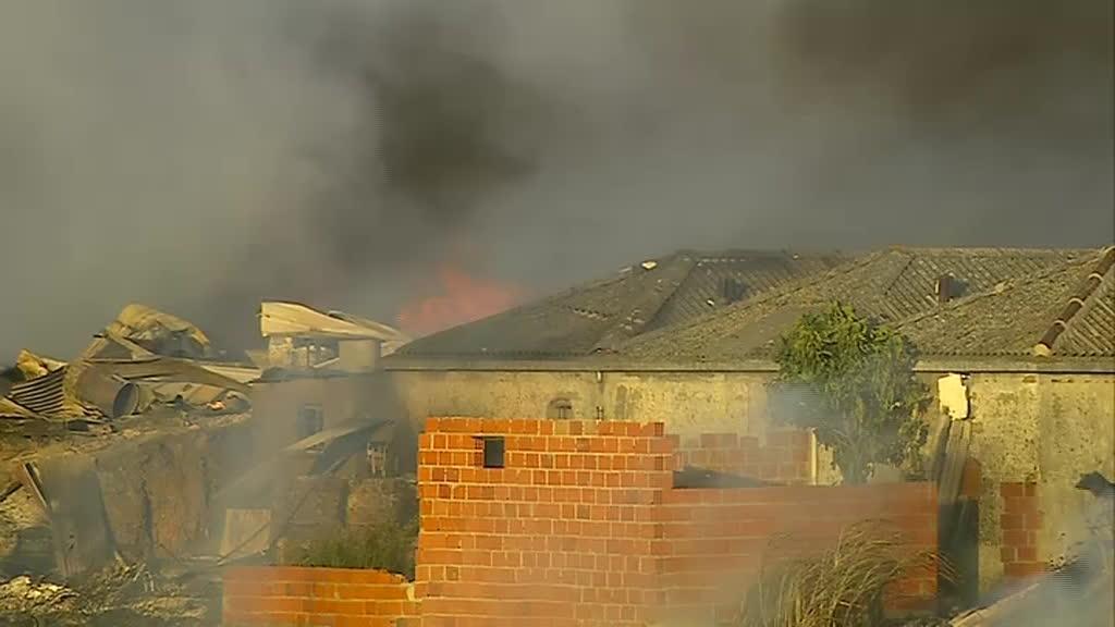 Várias famílias ficaram desalojadas depois de incêndio em Sacavém