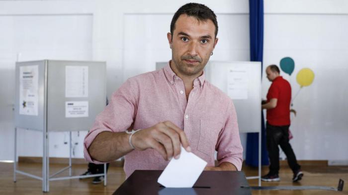 Francisco Guerreiro vota para as eleições europeias