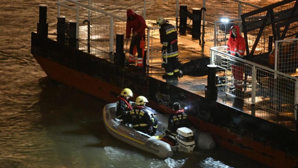 Buscas do naufrágio de barco de turistas no Danúbio