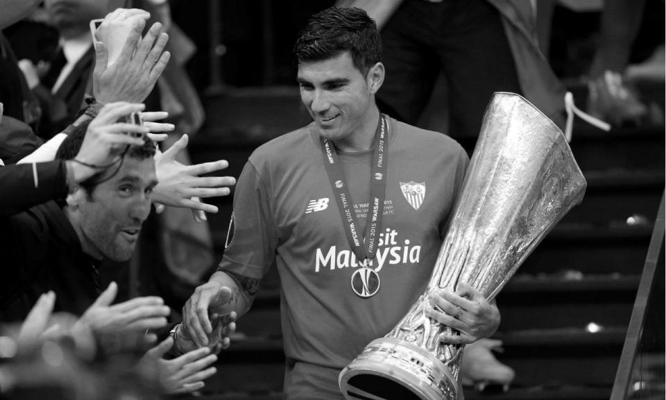 Mundo do futebol presta homenagem a José Antonio Reyes