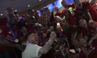 A loucura dos jogadores do Liverpool no balneário (dugout)