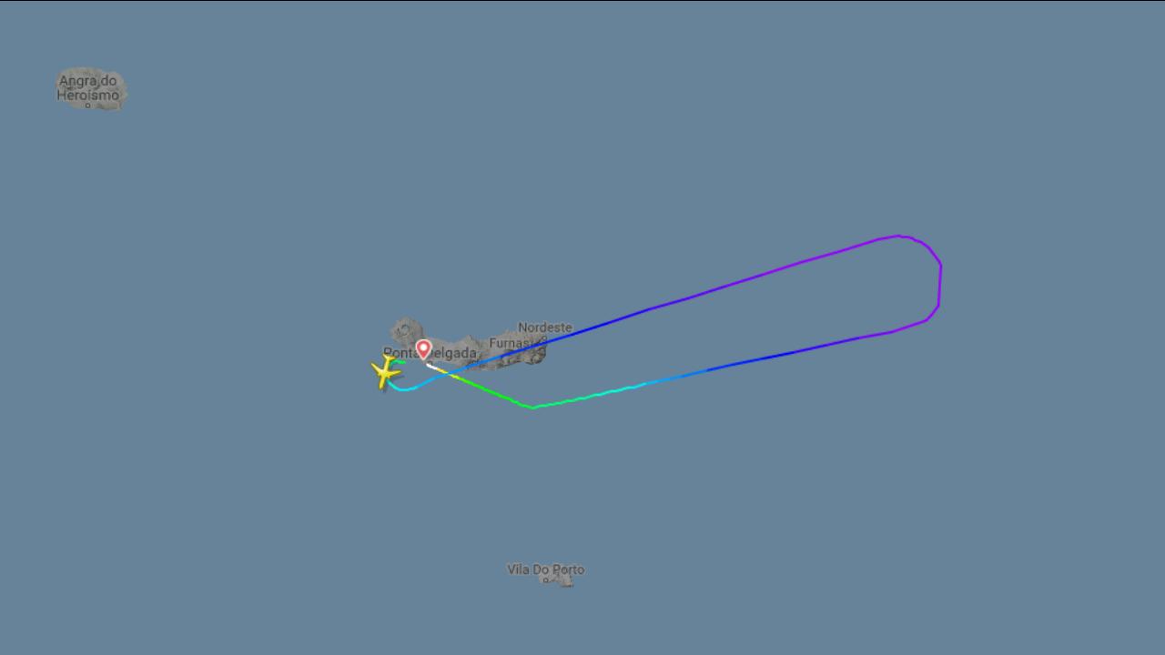 Emergência avião Ponta Delgada