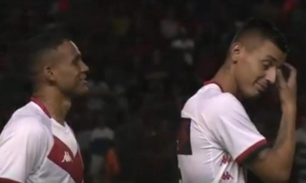 Telemóvel interrompe hino do Brasil no jogo Sport Recife-Vitória