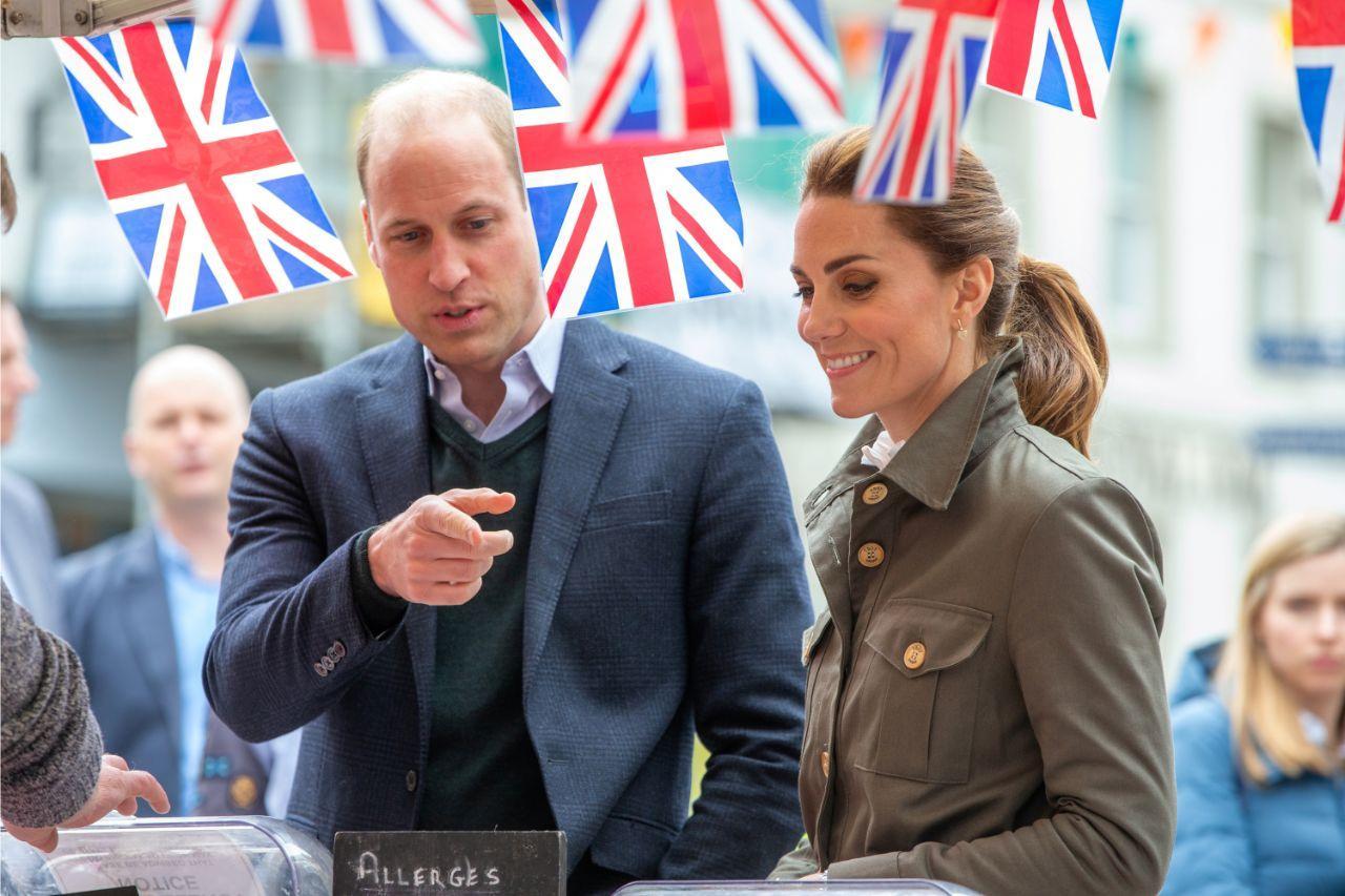 Após rumores de separação, príncipe William e Kate Middleton mostram-se cúmplices