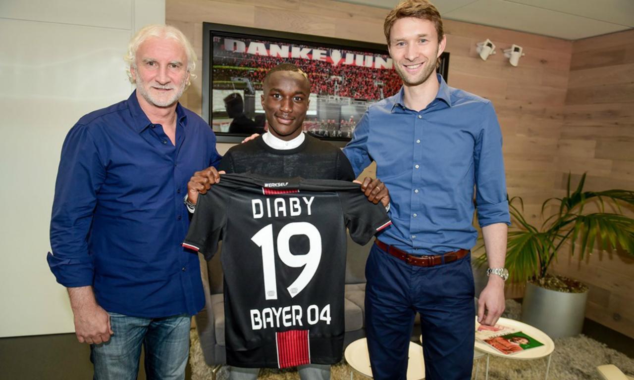 OFICIAL: Bayer Leverkusen contrata Moussa Diaby ao PSG | MAISFUTEBOL