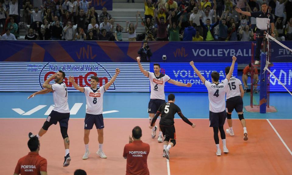 Voleibol: Portugal força quinto set mas perde com a Sérvia