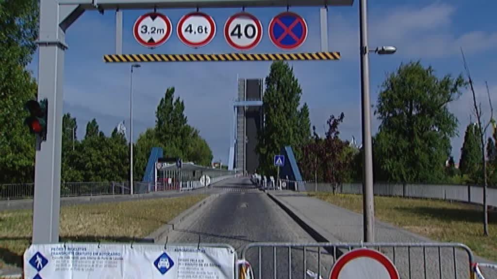 Ponte móvel entre Matosinhos e Leça da Palmeira cortada há 4 dias