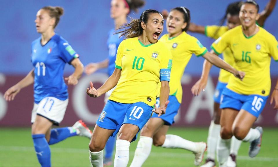 Marta bate recorde de golos em Mundiais