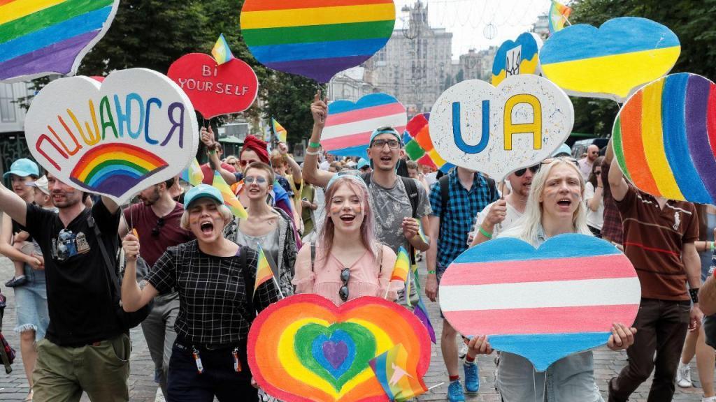 Milhares participam em parada LGBT na Ucrânia