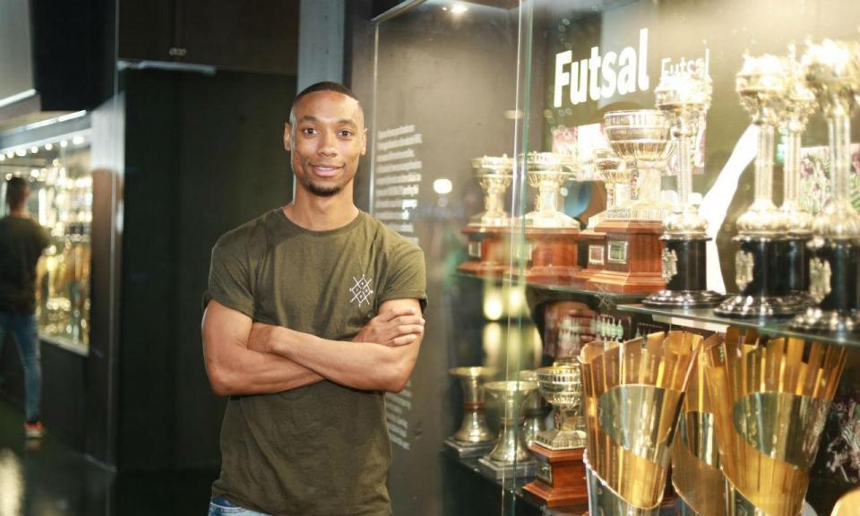 Futsal: Sporting contrata Pauleta