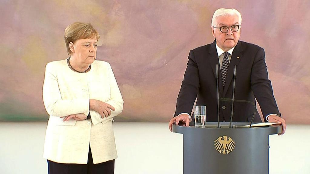 Angela Merkel teve ataque de tremores ao lado do presidente alemão Frank-Walter Steinmeier