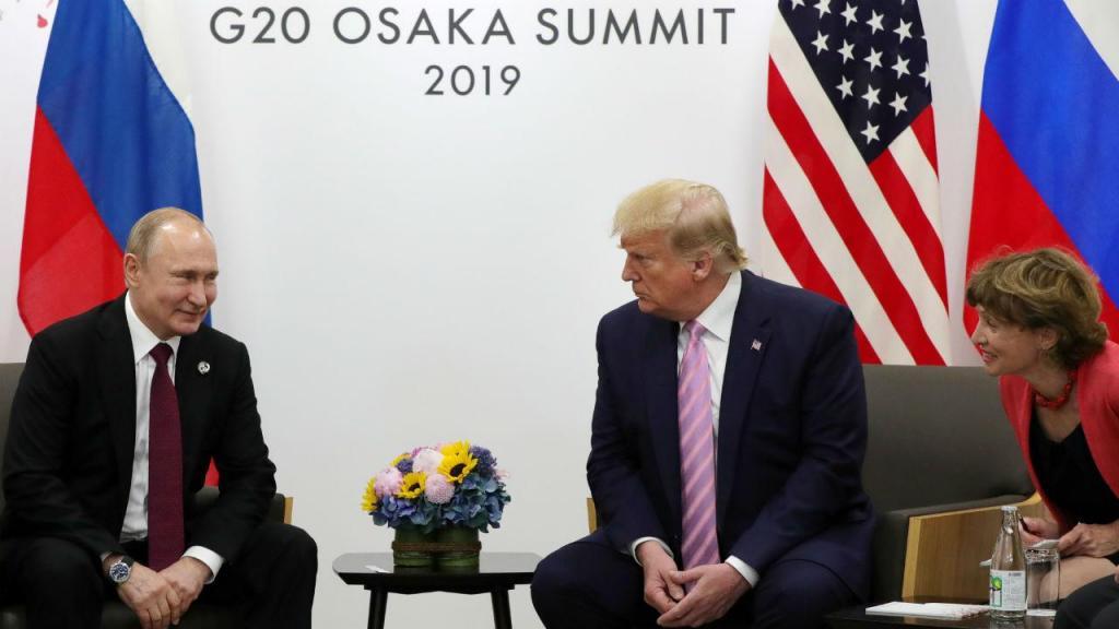 Donald Trump e Vladimir Putin na cimeira do G20 em Osaka, Japão