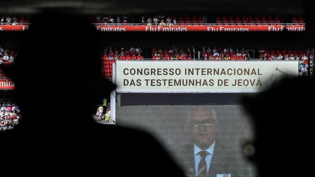 Início do Congresso Internacional das Testemunhas de Jeová