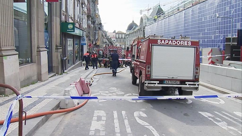 Dono de edifício terá mandado atear fogo por pressa em revender o imóvel