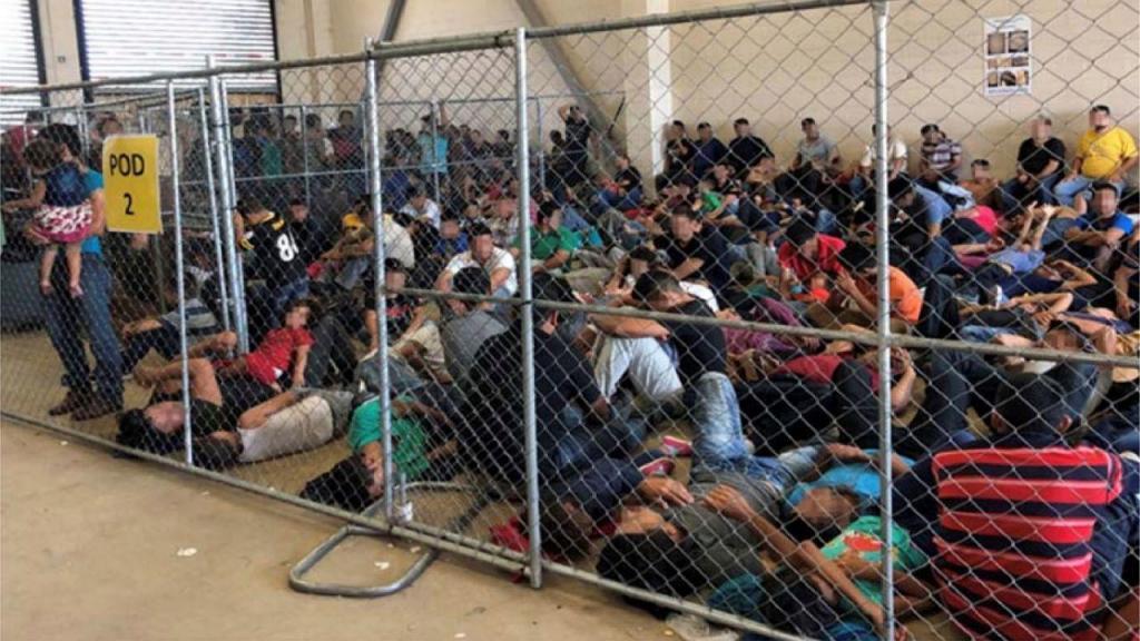 """Relatório que denuncia sobrelotação em centros de detenção de migrantes nos EUA diz que numa cela para 40 homens estão """"amontoadas"""" 51 mulheres e, noutra, onde devia estar um máximo de 41 mulheres, estão atualmente 71 homens"""