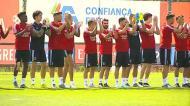 Benfica: jogadores recebidos ao som de «o campeão voltou»