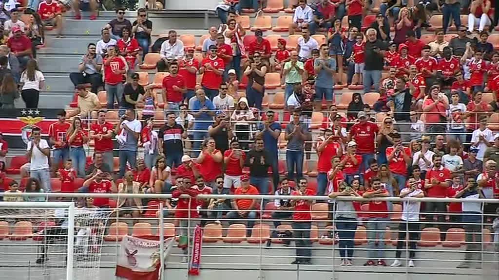 Benfica treinou com três mil adeptos nas bancadas